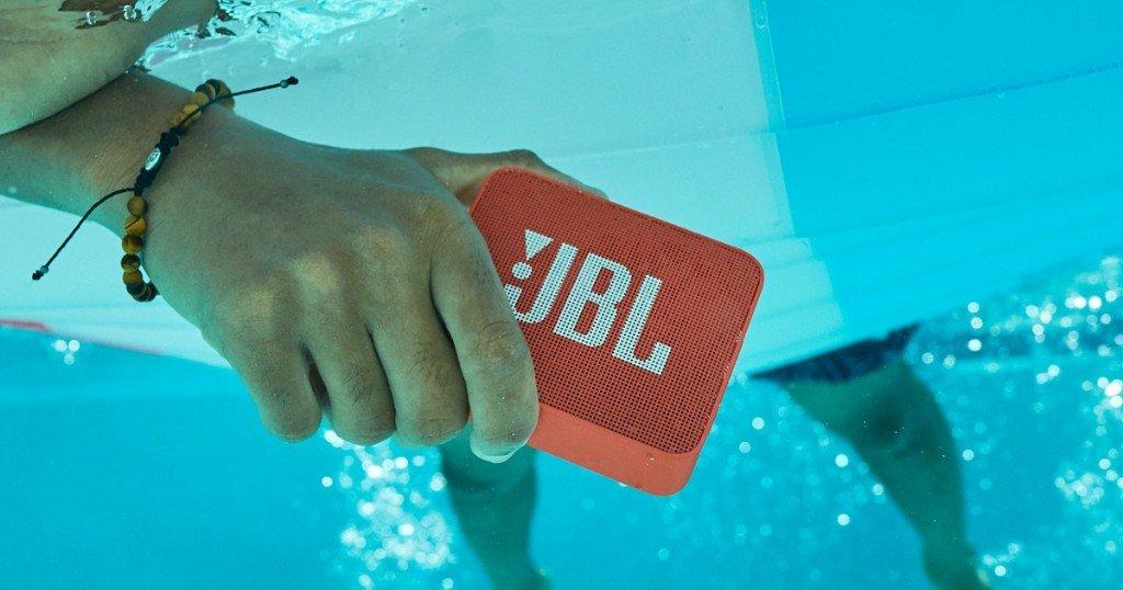 идеи за подарък на жена Преносима тонколона JBL Go2