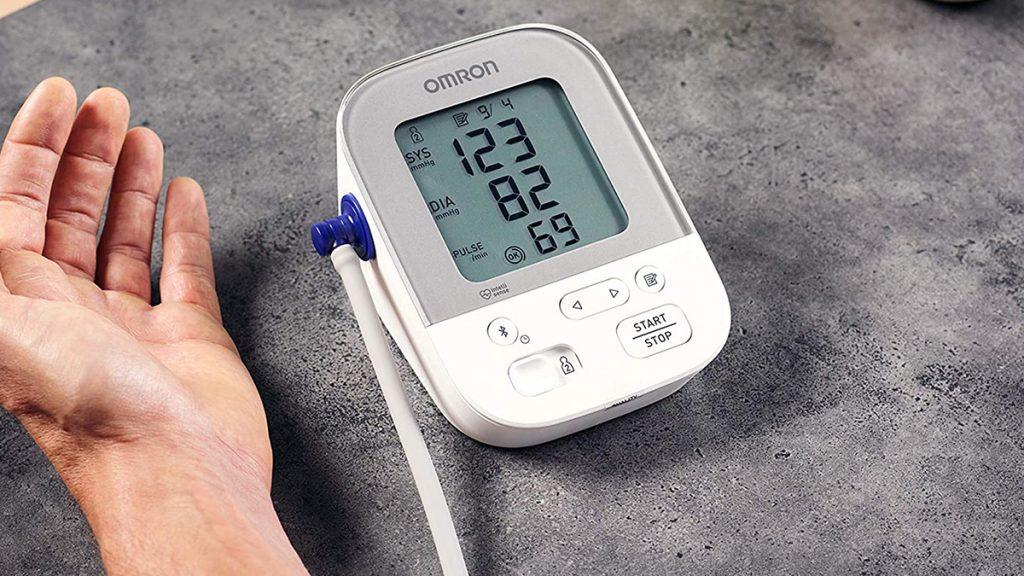 10 Най-добри aпарати за кръвно налягане 2021: Мнения за..