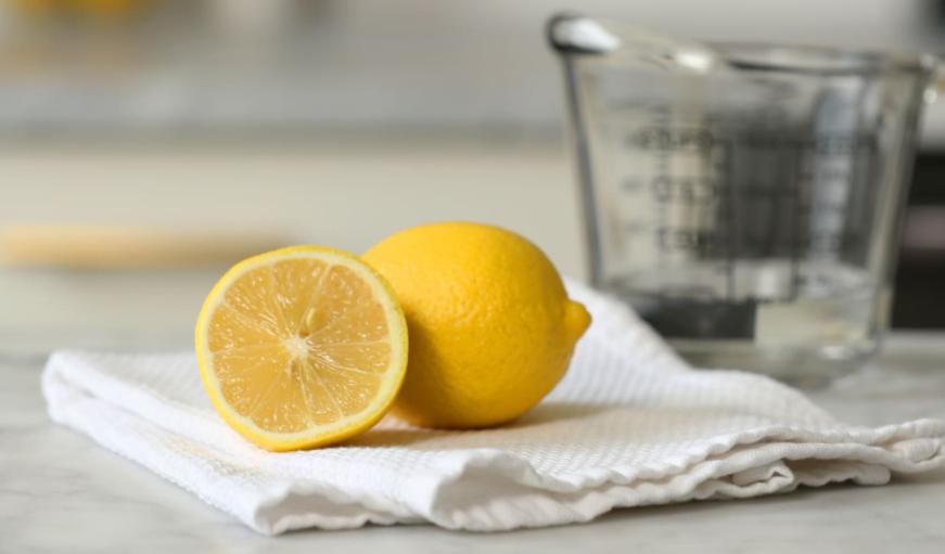 почистване с лимон